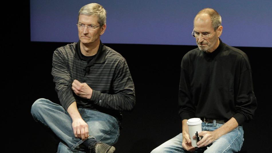 Tim Cook mban ende Steve Jobs-in në listën e kontakteve